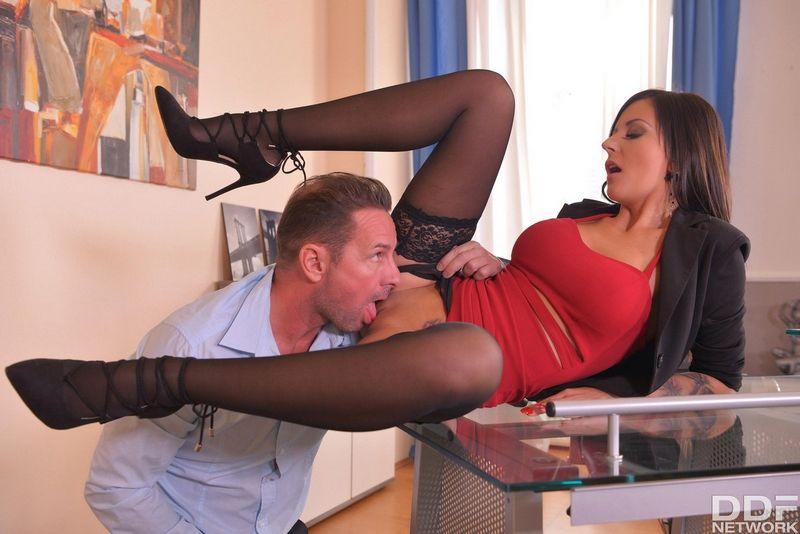 porno-erotika-kuni-dlya-sekretarshi-hop-pornofoto